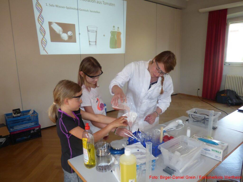 Mitmachen bei der Kinderuni zur DNA